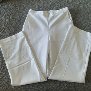 White Alfred dunner pants.